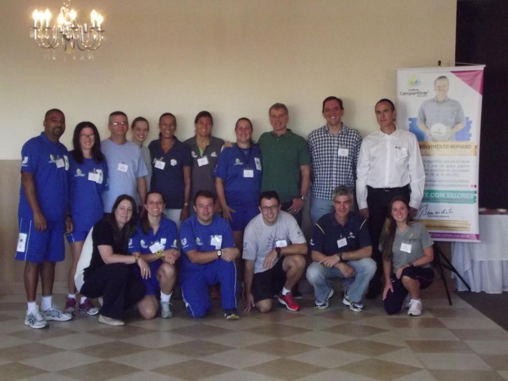 Equipe do Instituto Compartilhar, da Pares e o técnico Bernardinho se reúnem no primeiro dia para conhecer o diagnóstico e estabelecer novas visões.