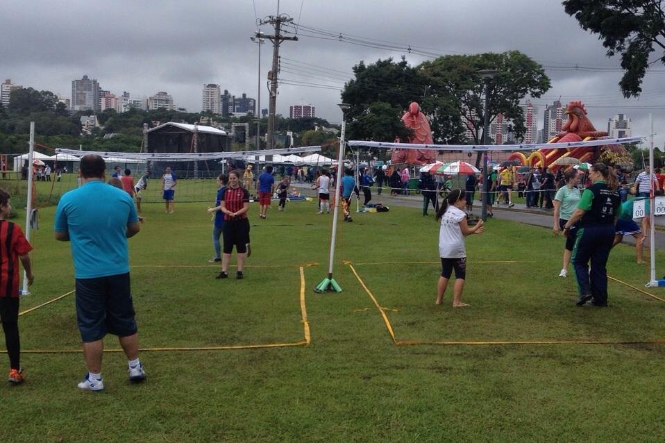 Em comemoração ao aniversário de Curitiba, Núcleo Central monta estrutura de miniquadras no Parque Barigui.