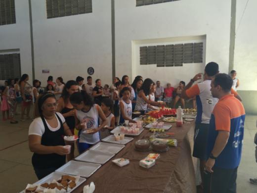 Professores organizam café da manha em homenagem as mães.